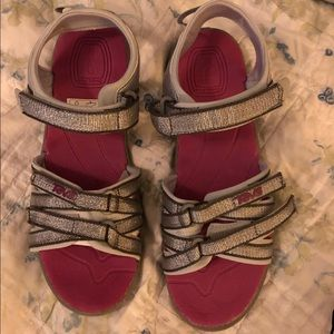 NWT Teva Hiking Sandals / kids size 6/womens 7.5